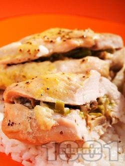 Пълнени пилешки гърди с гъби и кашкавал печени на фурна - снимка на рецептата